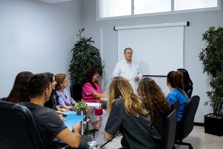 ¿Cómo obtener créditos de formación continuada en el sector sanitario?