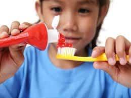 ¿Es malo el flúor en los dentífricos?