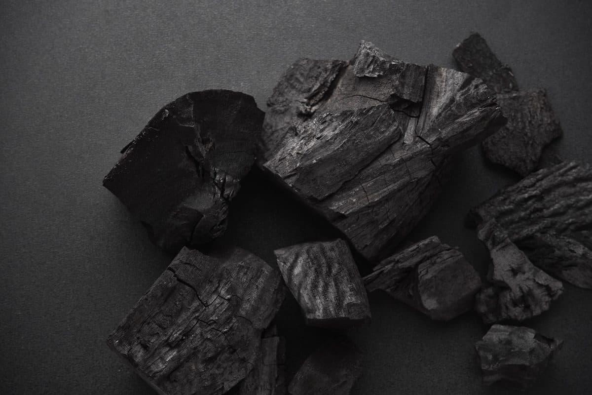 ¿Funciona el carbón activo para blanquear los dientes?