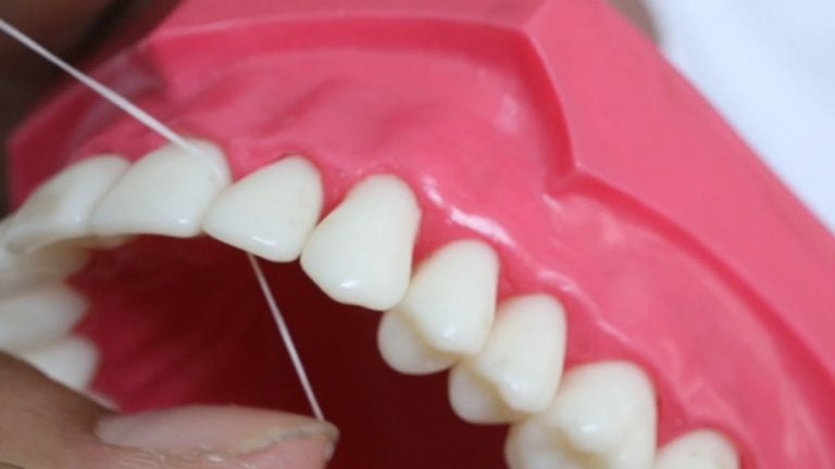 Hilo dental ¿Aún no lo utilizas en tu boca?