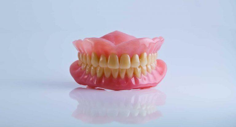 Todo lo que tienes que saber sobre la dentadura postiza