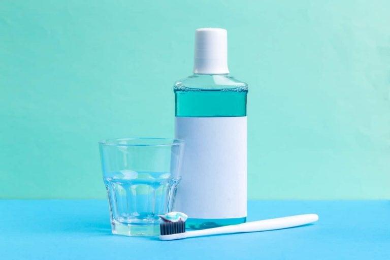 ¿Enjuagarse los dientes antes o después del cepillado?